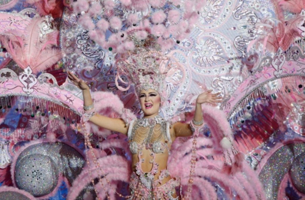 Glitzer, Federn und jede Menge Haut: Die Wahl zur Karnevalskönigin in Santa Cruz de Tenerife steht dem Spektakel in Rio in nichts nach. Foto: Getty Images Europe