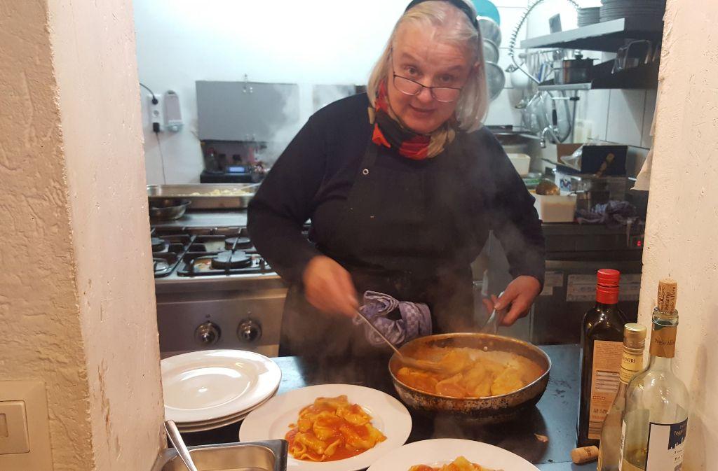 Loretta Petti bereitet drei mal wöchentlich einen Mittagstisch an. Foto: Kathrin Wesely