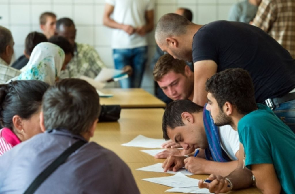 Die Menschen, die ins Land kommen, haben aus vielfältigen Grünen Anspruch auf einen Schutz – das Ausfüllen von Papieren muss aber sein. Foto: dpa