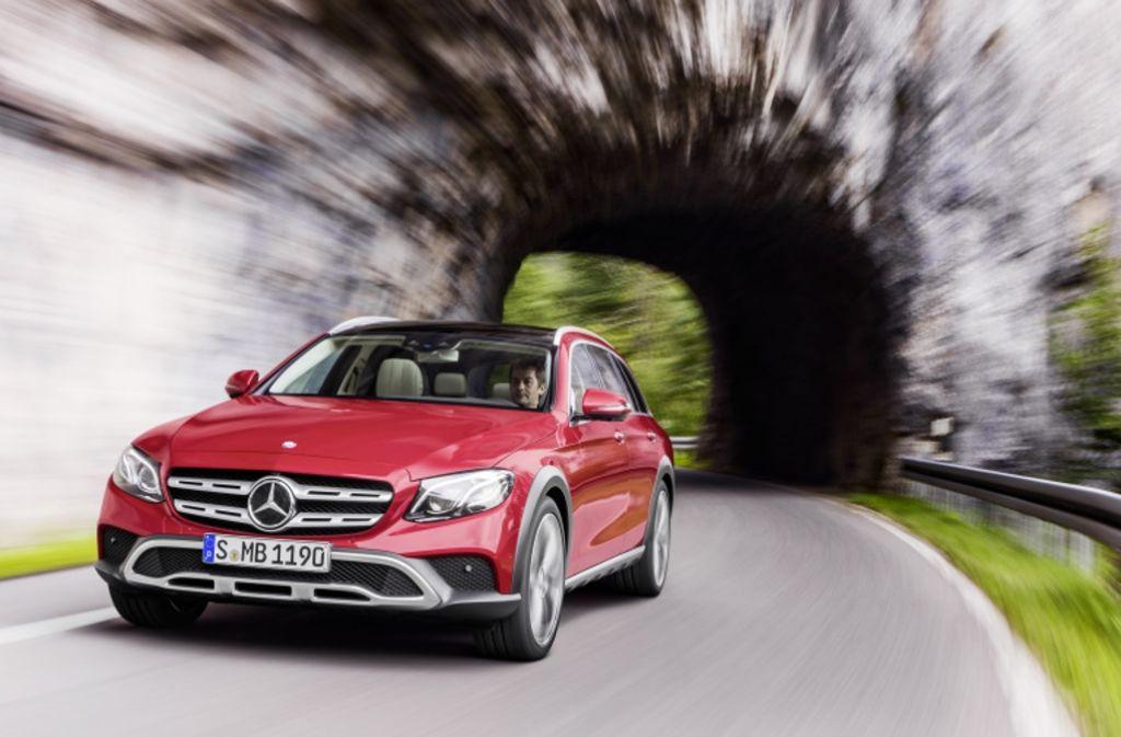 Das neue E-Klasse-Modell All-Terrain wendet sich vor allem an Outdoor-Begeisterte. Foto: MediaPortal Daimler AG