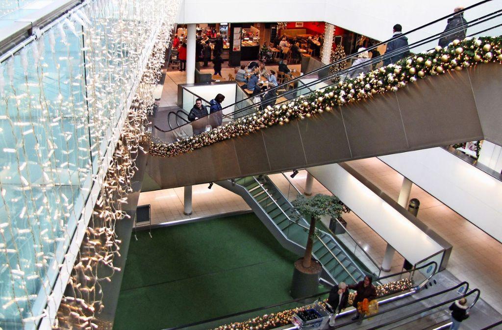 Die Schwabengalerie ist bereits weihnachtlich geschmückt. Die Parkgebühren allerdings sind weniger schön. Foto: Patrick Steinle