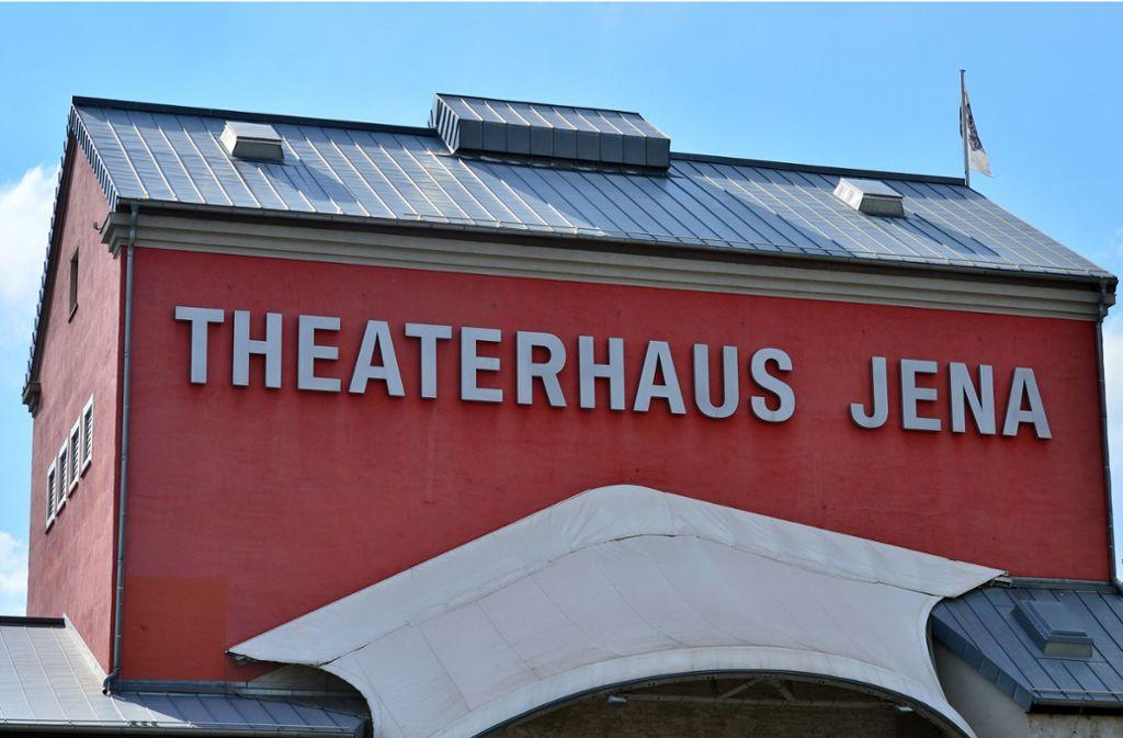 250 Theaterleute beraten im Jenaer Theaterhaus, wie ihre Kunst den Rechtspopulisten beikommen kann. Foto: dpa