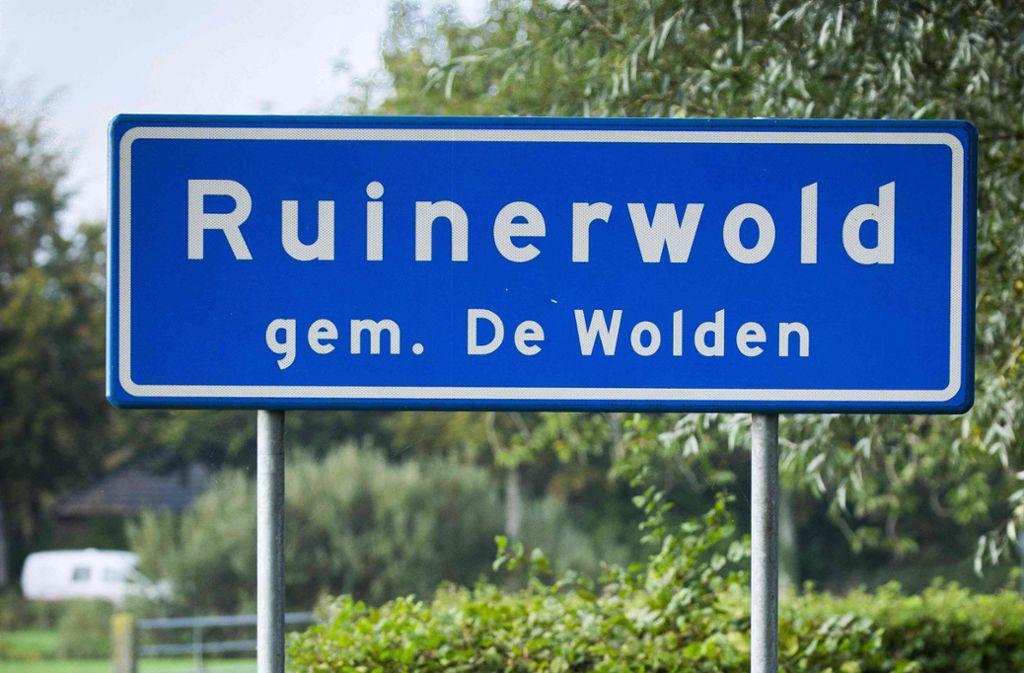 Seit Tagen ist das kleine niederländische Dorf Ruinerwold im medialen Rampenlicht, weil dort eine Familie neun Jahre lang völlig isoliert in einem Keller gelebt hat. Foto: AFP/VINCENT JANNINK