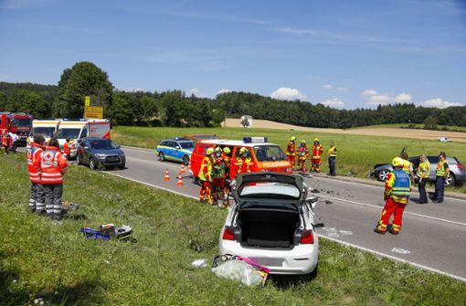 Vier Verletzte nach Frontalkollision auf der B10