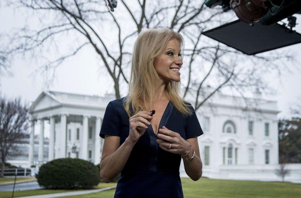"""Die Äußerung von Trump-Beraterin Kellyanne Conway, die Zuschauerzahlen von Pressesprecher Sean Spicer seien """"alternative Fakten"""", sorgt im Netz für Aufruhr. Foto: dpa"""
