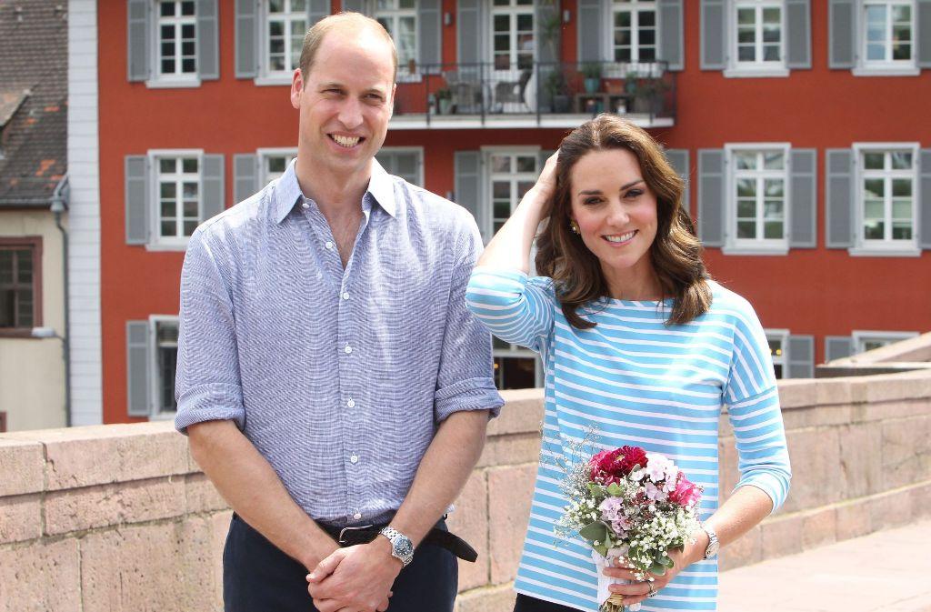 Herzogin Kate und Prinz William haben im Rahmen ihrer Deutschlandreise am Donnerstag Heidelberg besucht. In unserer Galerie haben wir die Bilder des royalen Besuchs zusammengestellt. Klicken Sie sich durch. Foto: AFP