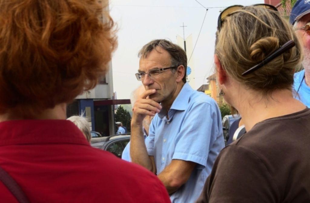 Dieses Mal ist beim Rundgang durch das Kernerviertel der Bürgermeister Werner Wölfle dabei gewesen. Foto: Sybille Neth