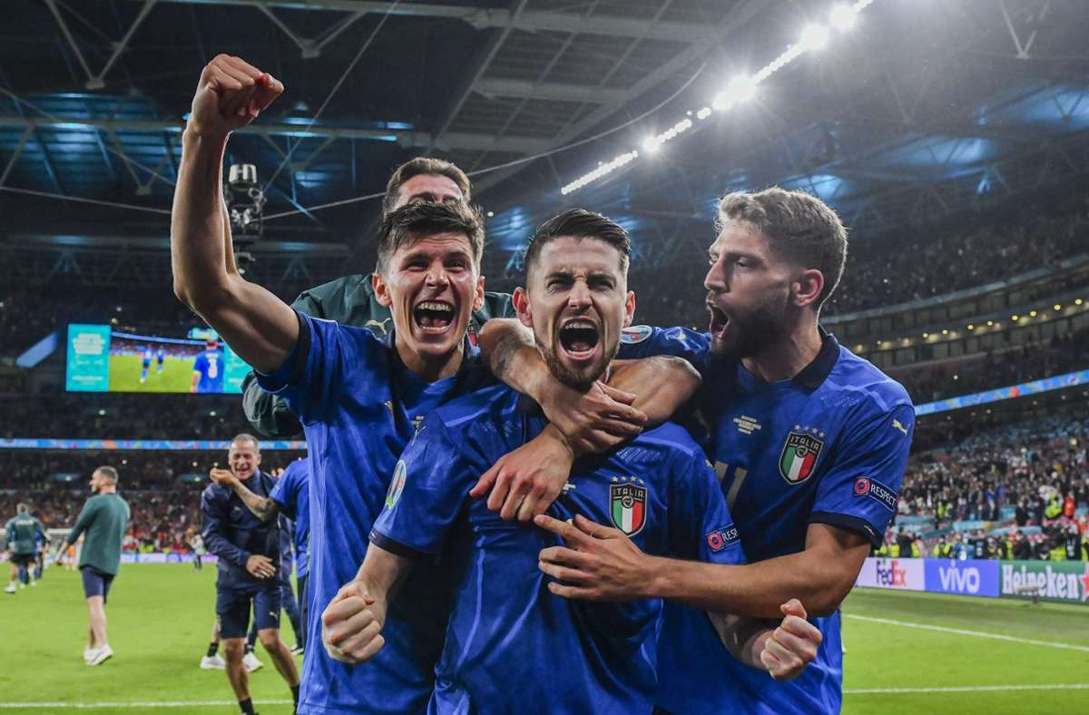 Europameister: die Italiener können ihr Glück kaum fassen. Foto: dpa/Justin Tallis