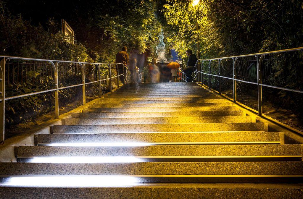 """2016 bespielte die Kulturregion Stuttgart mit dem  Lichtkunstfestival """"Aufstiege"""" auch die Treppe zum Stuttgarter Eugensplatz. Foto: Lichtgut/Julian Rettig"""