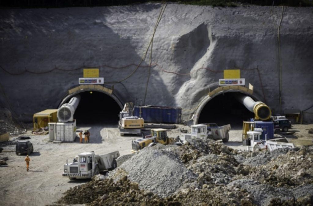 Gewerkelt wird am Tunnel schon seit einigen Wochen, diese Aufnahmen stammen vom 11. Juli. Am Freitag wird der Tunnel offiziell angeschlagen. Foto: Achim Zweygarth