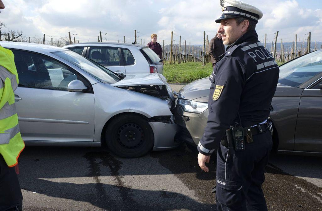 Ein Volkswagen und ein Audi prallten in Stuttgart-Zuffenhausen frontal ineinander. Foto: 7aktuell.de/