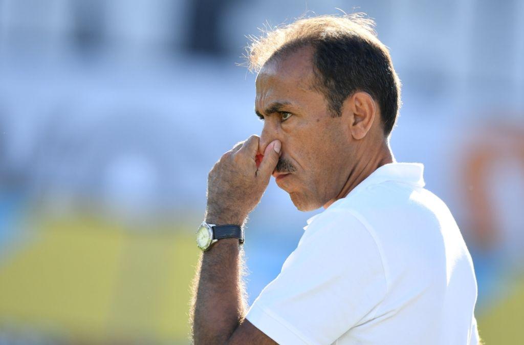 Der VfB-Trainer Jos Luhukay steht bereits nach vier Spieltagen unter Druck. Foto: dpa