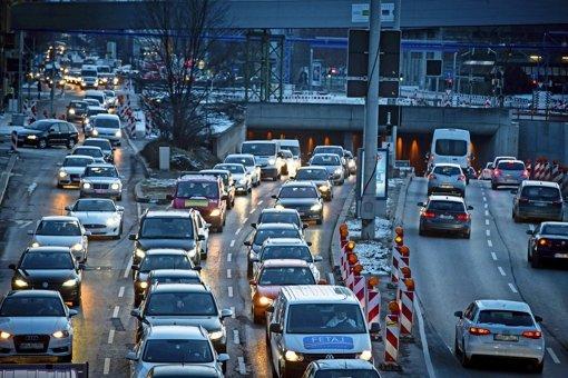 Trotz des Alarms herrschte in Stuttgart dichter Verkehr. Foto: Lichtgut/Achim Zweygarth