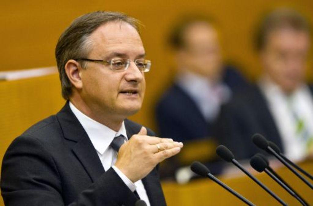 Laut dem baden-württembergischen Kultusminister Andreas Stoch (SPD) haben auch Lehrer Probleme mit Bekenntnis zu Homosexualität. Foto: dpa