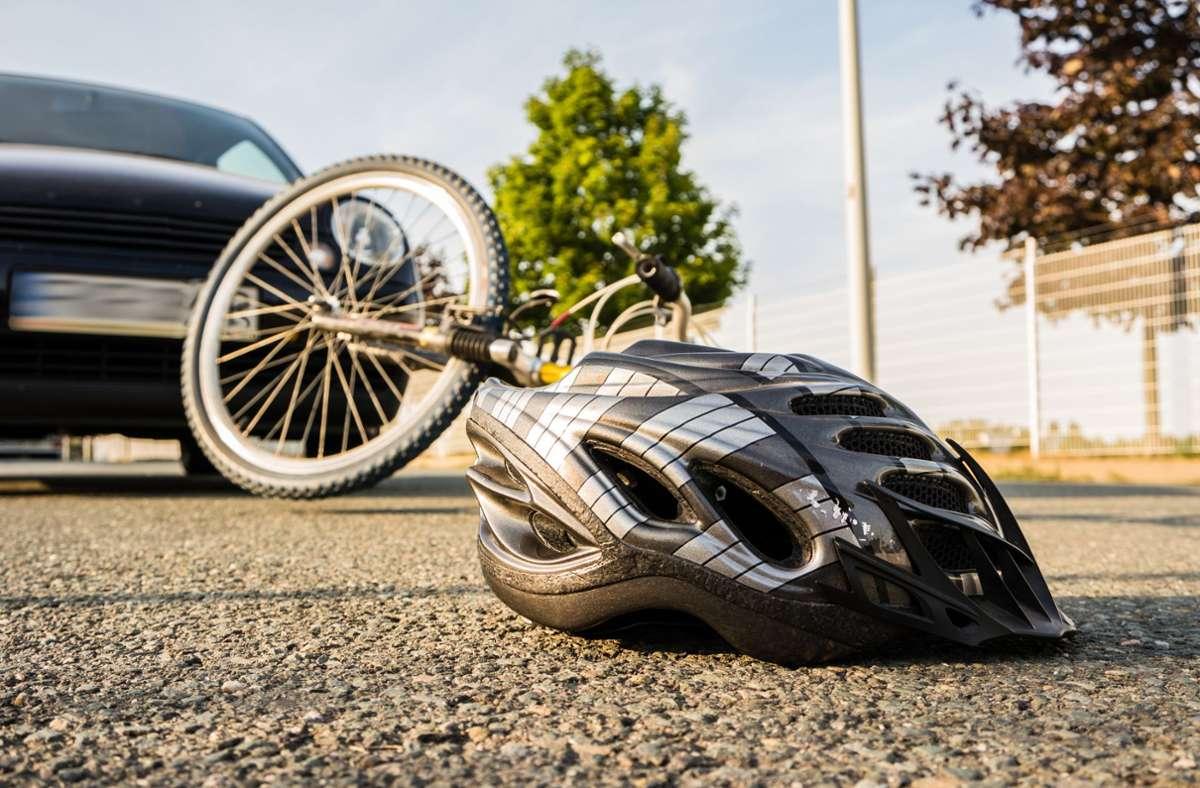 Der Fahrradfahrer wurde leicht verletzt ins Krankenhaus gebracht (Symbolbild). Foto: