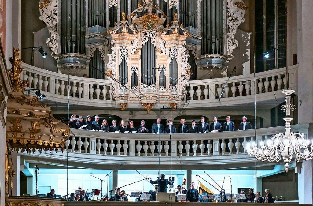 Die drei Emporen der Kirche Foto: Holger Schneider