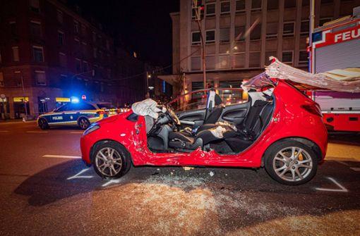 Wohl rote Ampel missachtet  – Frau schwer verletzt