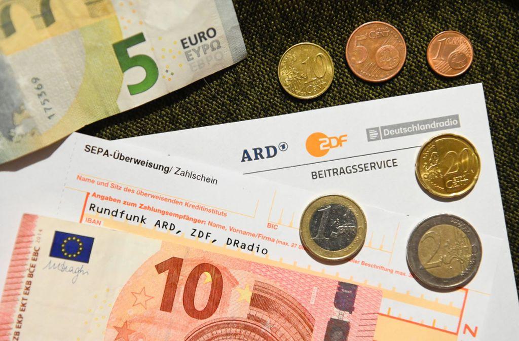 18,36 Euro monatlich – auf dieses Niveau soll der Rundfunkbeitrag nach Meinung einer Expertenkommission steigen. Foto: dpa/Nicolas Armer