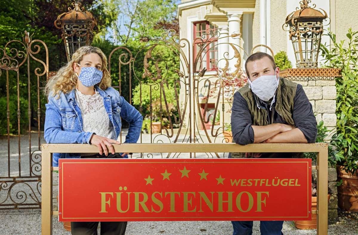 """Erst beim Dreh fällt die Maske: Franzi (Léa Wegmann) und Tim (Florian Frowein) aus """"Sturm der Liebe"""". Foto: ARD/Christof Arnold"""