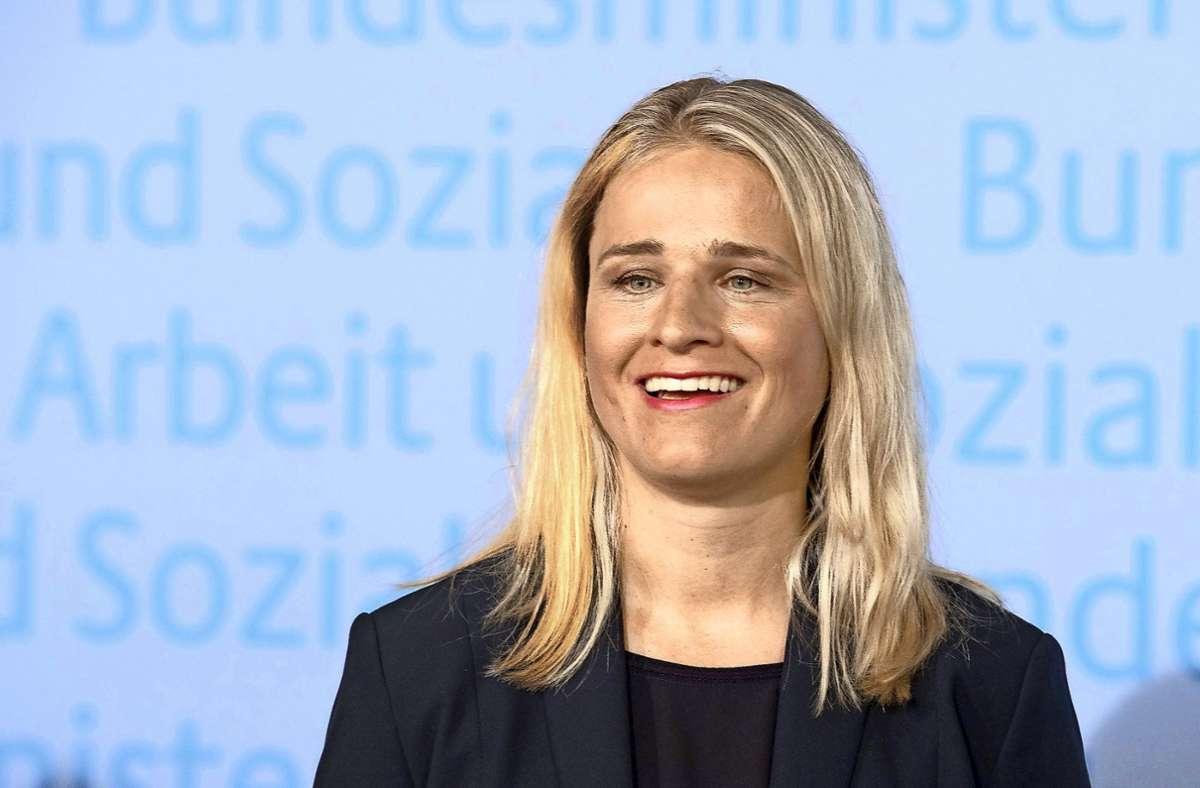 Es könne nicht sein, dass es in Deutschland Dörfer ohne Busanbindung gebe, sagt VdK-Präsidentin Verena Bentele. (Archivbild) Foto: dpa/Soeren Stache