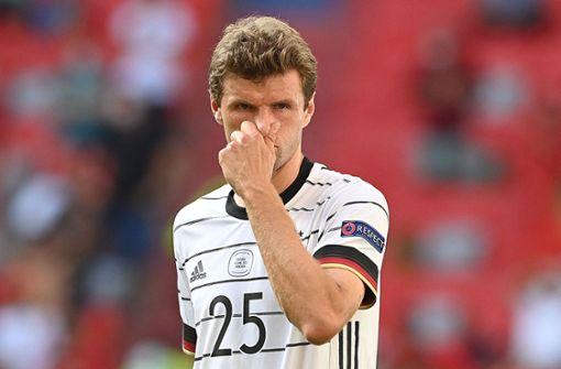 Thomas Müller nimmt Robin Gosens aufs Korn