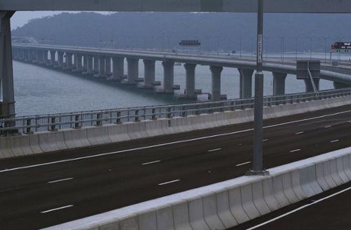China eröffnet weltweit längste Seebrücke