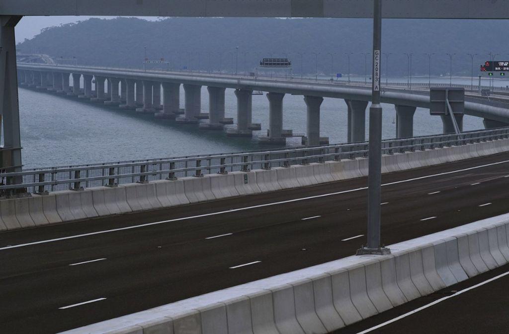 Blick auf die Hongkong-Zhuhai-Macau-Brücke, die längste Seebrücke der Welt. Foto: AP