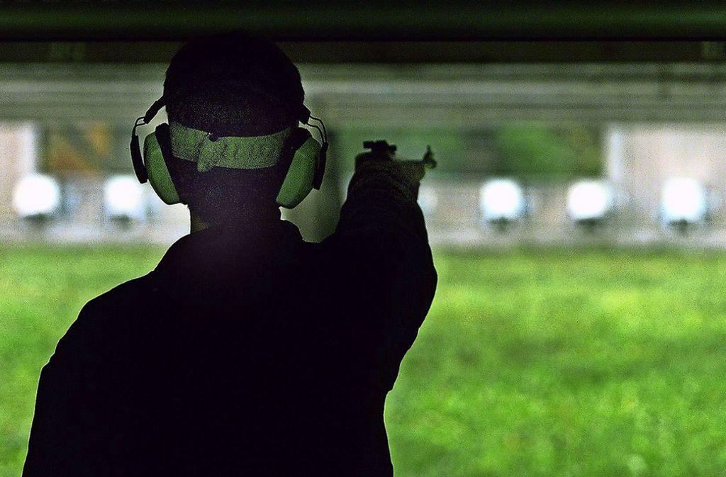 Nicht umsonst tragen Schießende oft einen Gehörschutz. Foto: Archiv Achim Zweygarth