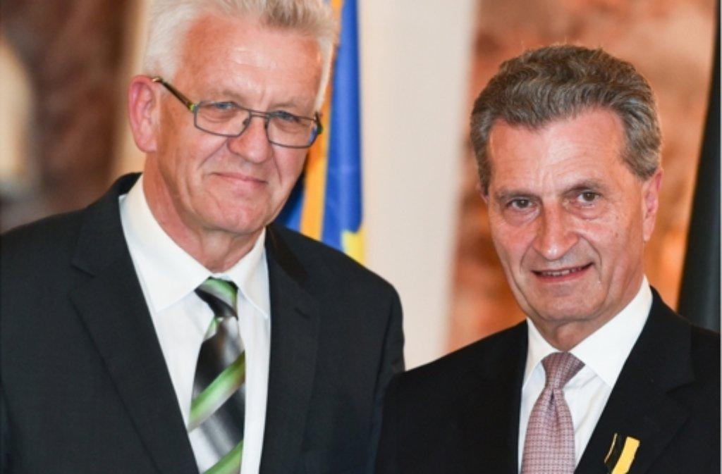 Winfried Kretschmann (links) hat die Verdienste des Ex-Ministerpräsidenten Günther Oettinger  gewürdigt. Foto: dpa