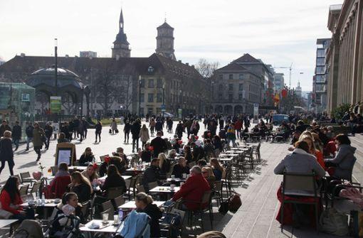 In diesen Straßencafés können Sie jetzt schon draußen sitzen