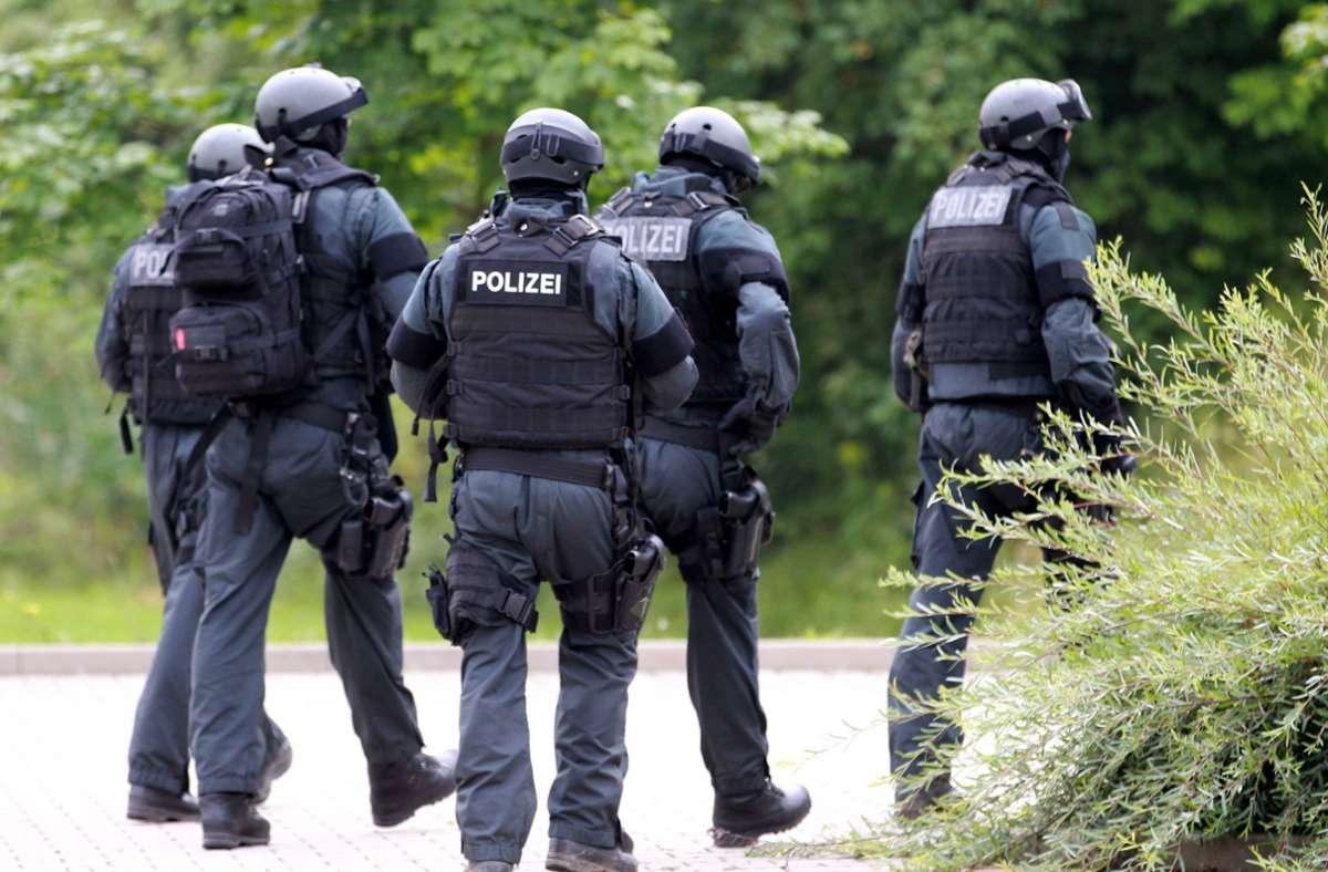 Das SEK durchsuchte am Mittwoch zwei Wohnungen in Stuttgart (Symbolbild) Foto: imago/Karina Hessland/imago stock&people