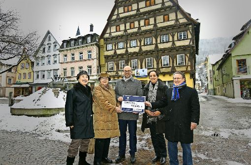 Dicker Scheck aus Stuttgart