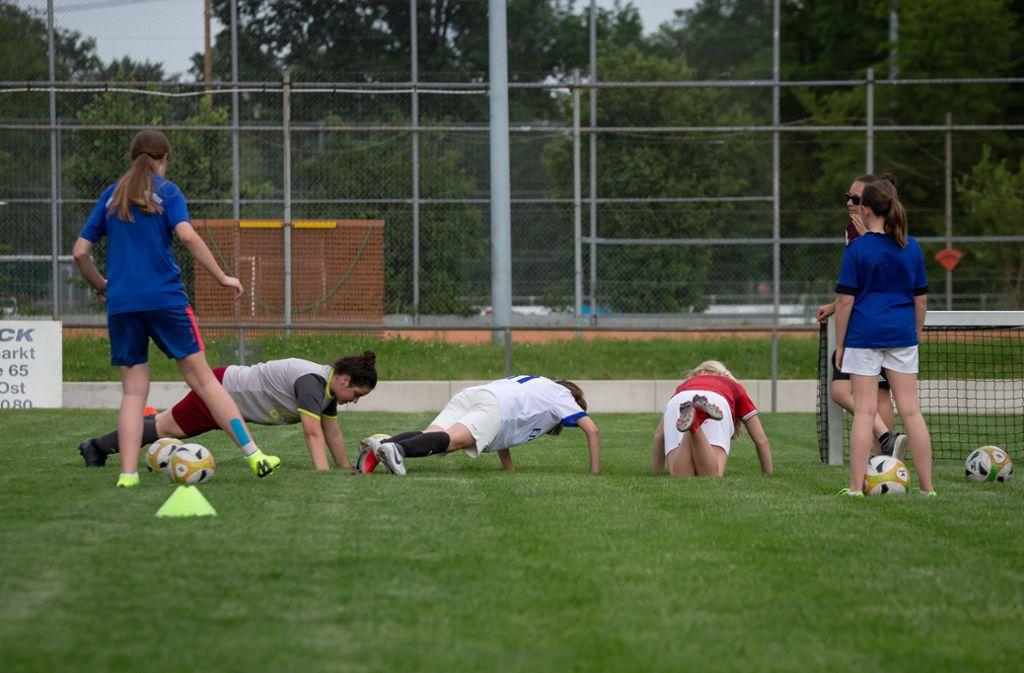 Die D-Juniorinnen der Spvgg Stuttgart-Ost beim Training Foto: Lichtgut/Julian Rettig
