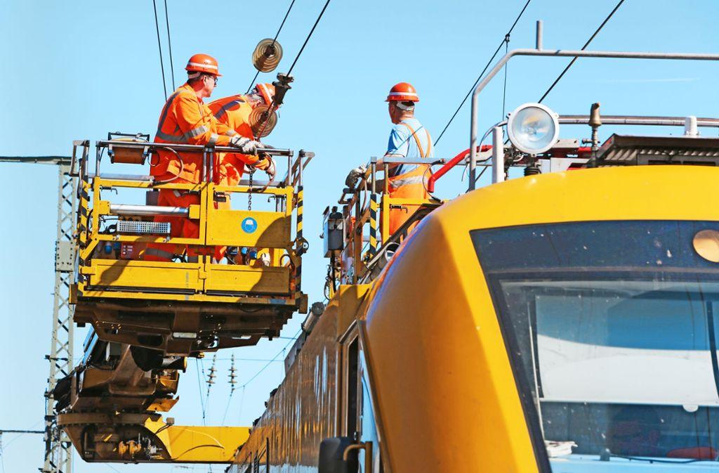 Instandhaltung einer Oberleitung der Bahn Foto: Deutsche Bahn