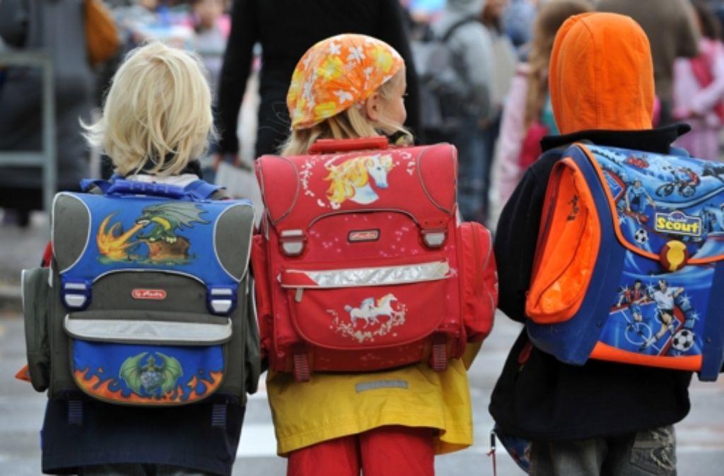 Schüler auf dem Weg zum Unterricht – wie steht es um die Großbaustelle Schulpolitik im Land? Foto: dpa