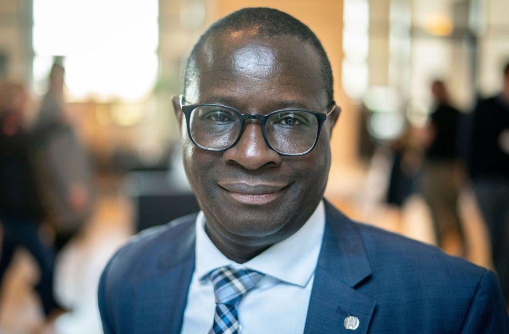 Am Bürgerbüro des SPD-Abgeordneten Karamba Diaby wurden mehrere Einschusslöcher festgestellt. Foto: dpa/Kay Nietfeld
