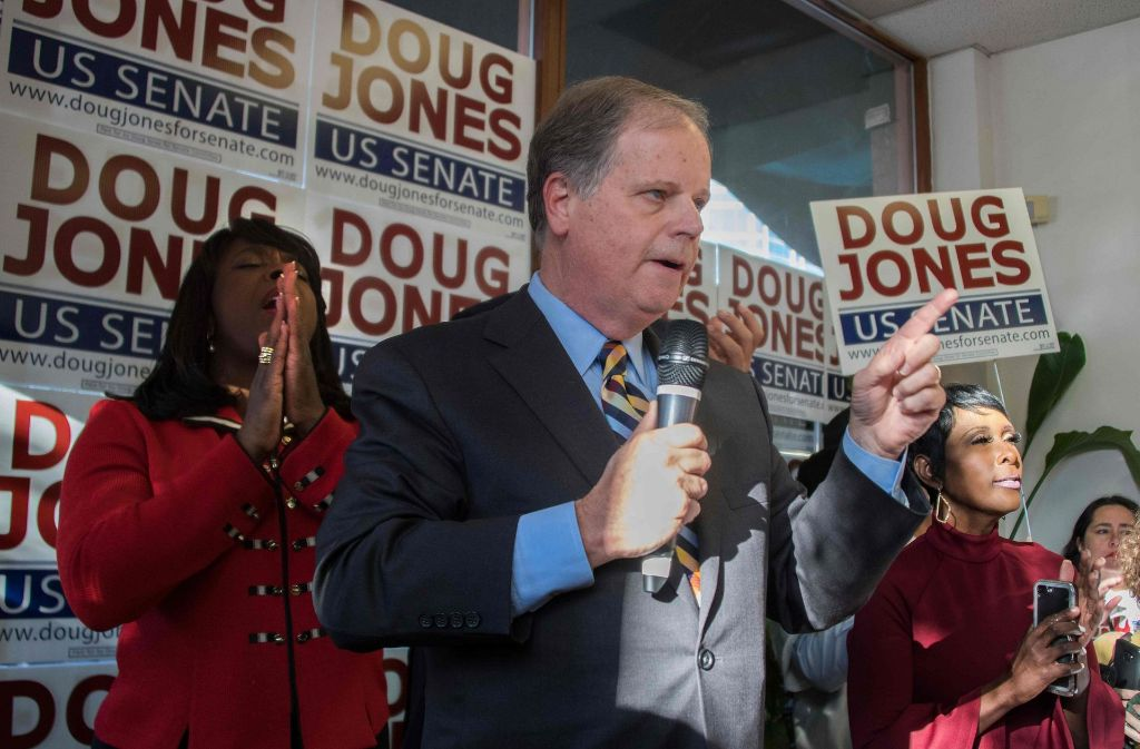 Der Demokrat Doug Jones zieht für den US-Bundesstaat Alabama in den Senat ein: für die Republikaner ist dies ein Desaster. Foto: AFP
