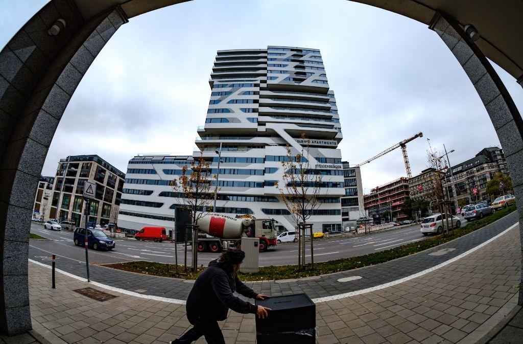 Der Sockelbau des Hochhauses Cloud No. 7 sollte jetzt eigentlich in Betrieb gehen, doch der Bauherr muss beim Brandschutz noch nachbessern. Foto: Lichtgut/Leif Piechowski