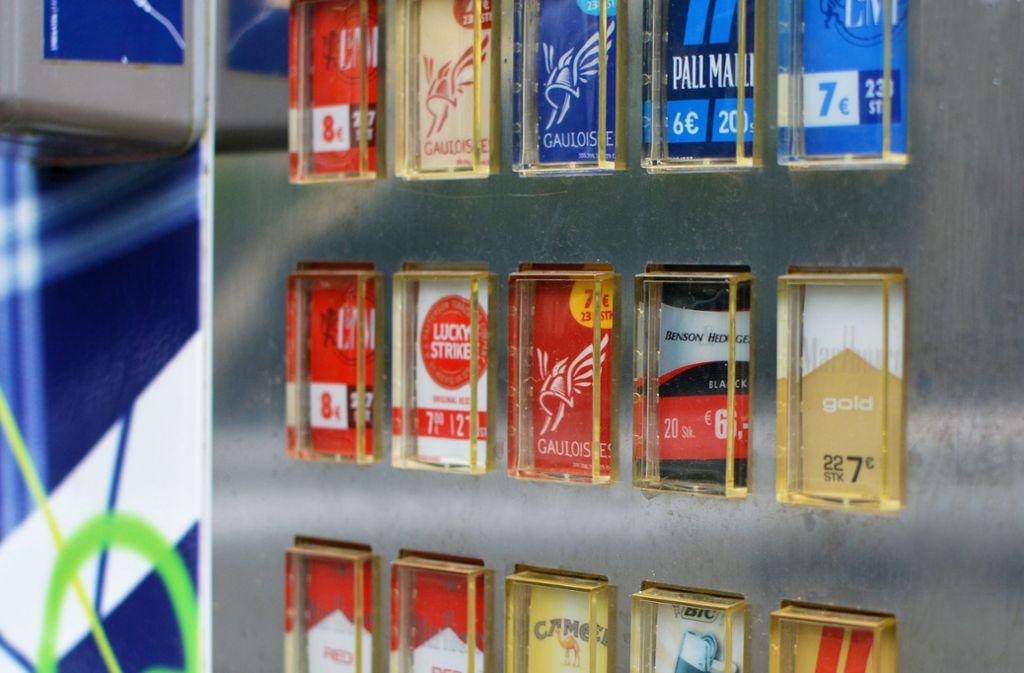 Das Objekt der diebischen Begierde in Stuttgart-Vaihingen: Ein Zigarettenautomat. (Symbolbild) Foto: Shutterstock/Firn