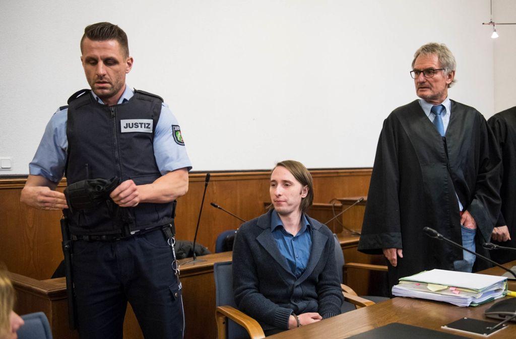 Der mutmaßliche BVB-Attentäter Sergej W. hat vor Gericht Schmerzensgeldzahlungen an die beiden Verletzten des Anschlags vom April 2017 angeboten. Foto: dpa