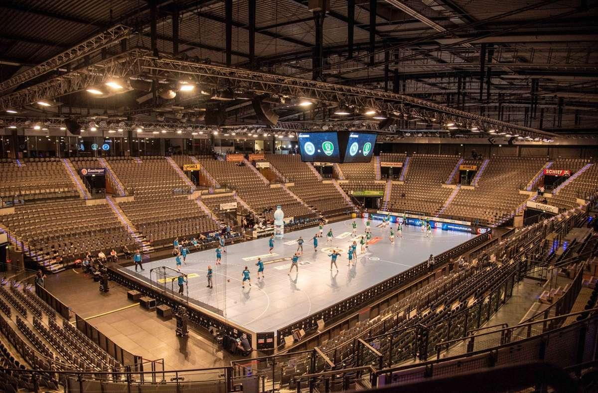 In der Porsche-Arena dürfen am Mittwoch gegen die SG Flensburg-Handewitt immerhin wieder 250 Zuschauer mit dabei sein. Foto: imago/Peter Hartenfelser