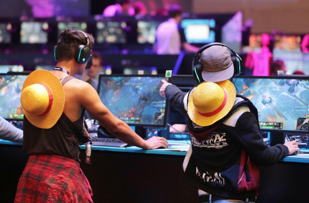 Die Gamescom in Köln ist ein Paradies, wo Gamer auch Computerspiel-Neuheiten ausprobieren können. Foto: dpa