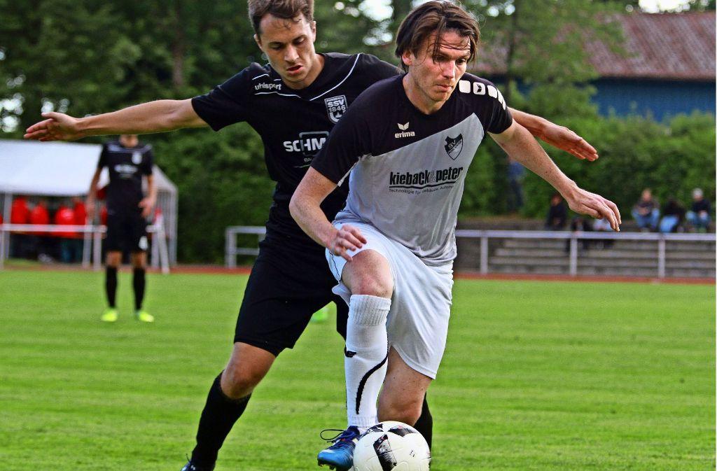 Der Mann des Tages beim 5:1-Sieg des SV Bonlanden: Maximilian Schwarz (vorne) netzte dreimal ein. Foto: Archiv Yavuz Dural