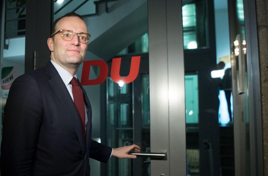 Kinderlose sollten nach dem Willen von Bundesgesundheitsminister Jens Spahn (CDU) merklich mehr in die Pflege- und Rentenversicherung einzahlen als Eltern. Foto: dpa