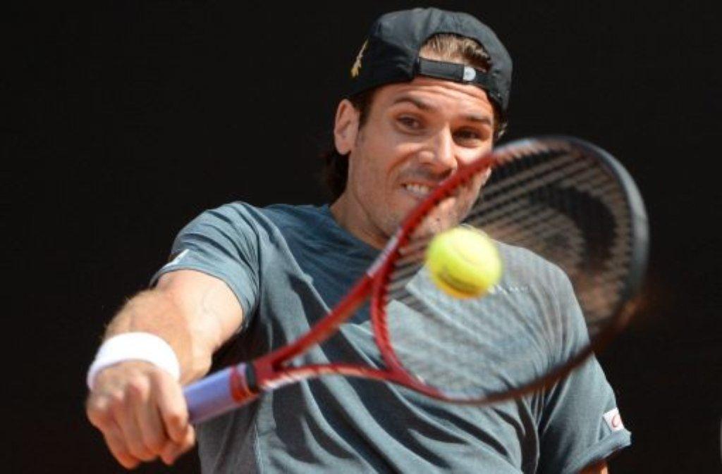 Tommy Haas hat sich beim Tennisturnier auf dem Stuttgarter Weißenhof ins Viertelfinale gequält. Der Weltranglisten-Elfte besiegte nach einer durchwachsenen Auftaktvorstellung den lettischen Tennisprofi Ernests Gulbis mit 6:0, 3:6, 6:4. Foto: dpa