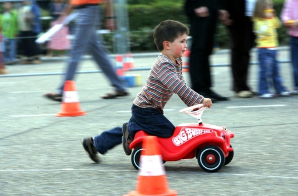 Bei Kinderfesten gibt es Attraktionen wie Bobby-Cars, Spiele und Ballons. Foto: Zweygarth