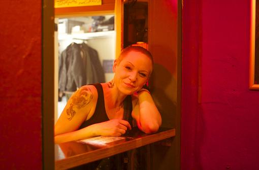 Hat für ihre Gäste immer einen Spruch auf Lager und ein herzhaftes Lachen übrig: Tamara. Foto: Ina Schäfer
