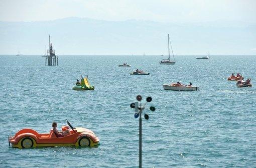 80-Jährige treibt bäuchlings im See