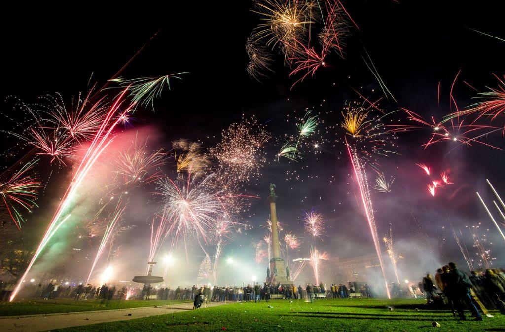 Feuerwerksraketen über dem Schlossplatz Foto: Lichtgut