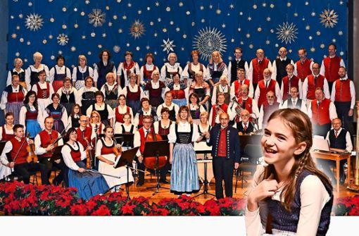 Der Chor der Arbeitsgemeinschaft der Sing-, Tanz- und Spielkreise ist die zentrale Musikgruppe des Abends.